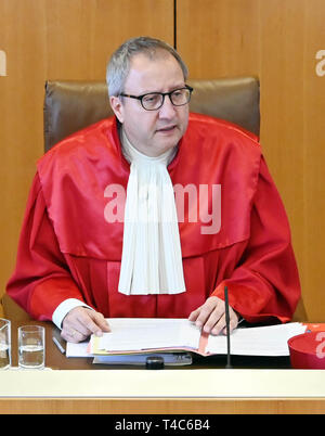16 April 2019, Baden-Wuerttemberg, Karlsruhe: Andreas Voßkuhle, Chairman of the Second Senate of the Federal Constitutional Court, opens the oral hearing on the ban on euthanasia. Euthanasia as a service has been a punishable offence for a good three years now. The court is hearing a number of lawsuits against the ban. With Section 217 of the Criminal Code, the legislator wanted to prevent suicide assistance associations such as Sterbehilfe Deutschland or Dignitas from Switzerland from expanding their services for paying members. Apart from such associations, palliative physicians and other do - Stock Photo