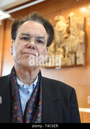 16 April 2019, Baden-Wuerttemberg, Karlsruhe: The physician Michael de Ridder, plaintiff against the euthanasia ban, waits in the Federal Constitutional Court for the beginning of the oral hearing on the euthanasia ban. Euthanasia as a service has been a punishable offence for a good three years now. The court is hearing a number of lawsuits against the ban. With Section 217 of the Criminal Code, the legislator wanted to prevent suicide assistance associations such as Sterbehilfe Deutschland or Dignitas from Switzerland from expanding their services for paying members. Apart from such associat - Stock Photo
