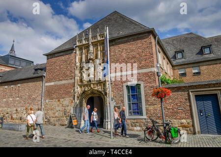 Eingang Aachener Domschatz, Johannes-Paul-II.-Strasse, Dom, Altstadt, Aachen, Nordrhein-Westfalen, Deutschland - Stock Photo
