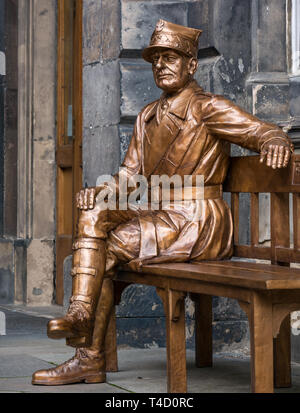 Bronze artwork sculpture of General Stanislaw Maczek, Polish tank commander in World War II, City Chambers, Royal Mile, Edinburgh, Scotland, UK - Stock Photo