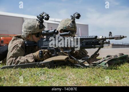 A group of U.S. Army Paratroopers, assigned to Alpha Company, 1st Battalion, 143rd Infantry Regiment (Airborne) practices talking guns with their M240 Bravo machine gun at Naval Air Station - Joint Reserve Base, Fort Worth, Texas; Mar. 21, 2019. The Joint Forcible Entry exercise is an annual large scale airborne drop and land mobility mission that simulates a contested battlefield scenario as a way of training units for dangerous situations that can occur while deployed. - Stock Photo