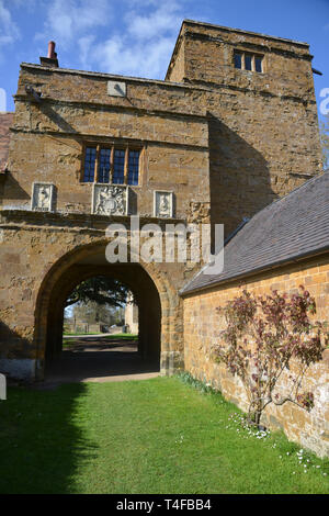 Gatehouse belonging to the manor house in the Warwickshire village of Wormleighton - Stock Photo