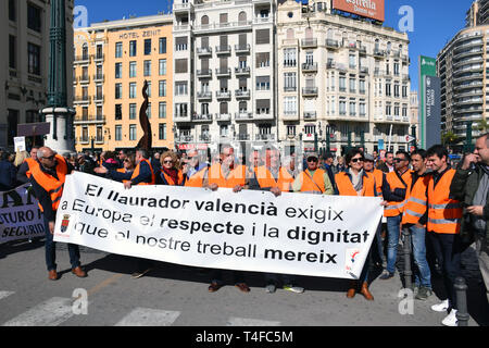 Citrus farmers demonstrating in Valencia denouncing European Union trade policies which they say make them unable to compete with imported produce. Sp - Stock Photo