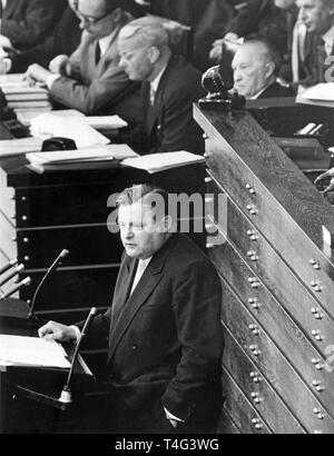 German politician Franz Josef Strauss (CSU) during an atom-debate at a German Bundestag session on 10 May 1957 with (l-r) Heinrich von Brentano, Franz Bluecher und Konrad Adenauer in Bonn (North-Rhine Westphalia, Germany).  | usage worldwide - Stock Photo