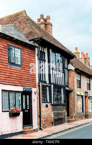 Alfriston (Sussex, England): Highstreet – shops and restaurant - Stock Photo