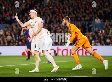 Barcelona, Spain. 16th Apr, 2019. Manchester United's goalkeeper David de Gea (R) in action while his teammate Phil Jones (L) reacts during the UEFA Champions League quarter-final second leg match between Barcelona FC and Manchester United at the Camp Nou stadium, in Barcelona, Spain, 16 April 2019. EFE/Alejandro García Credit: EFE News Agency/Alamy Live News - Stock Photo