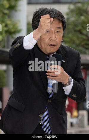 Tokyo, Japan. 17th Apr, 2019. Yukio Edano leader of The Constitutional Democratic Party of Japan (CDP) delivers a street speech outside Kichijoji Station. Edano showed support for the party fellow candidates ahead the unified local elections that will be held on April 21. Credit: Rodrigo Reyes Marin/AFLO/Alamy Live News - Stock Photo