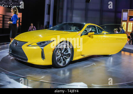 New York, USA. 17th Apr, 2019. New York International Automobile Hall at the Jacob K Javits Convention Center on April 17, 2019 in New York City. Thousands of car enthusiasts, dealers, journalists and others will attend the event which is one of the largest car shows in America. (PHOTO: VANESSA CARVALHO/BRAZIL PHOTO PRESS) Credit: Brazil Photo Press/Alamy Live News - Stock Photo