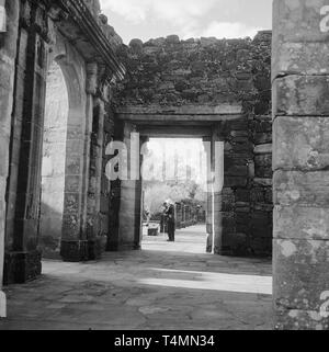 View from the entrance of the dining room of the residence (refectory) towards the courtyard. Links its portal, San Ignacio Mini (Misiones), Argentina, 1957. | usage worldwide - Stock Photo