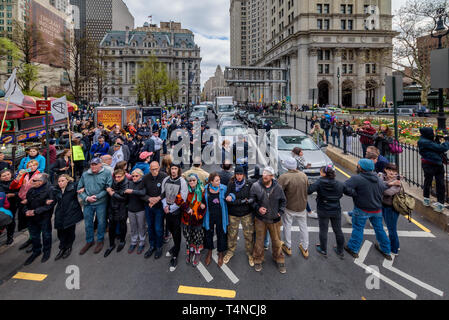 New York, USA. 17th Apr, 2019. New York, United States. 17th Apr, 2019. Activists from Extinction Rebellion New York City (XR-NYC) engaged in nonviolent direct action to confront climate change outside City Hall on April 17, 2019, demanding a declaration of Climate Emergency and the pursuit of policies to reach zero emissions in the city by 2025. The Extinction Rebellion (XR) movement held similar actions in 38 cities in the U.S. and 49 countries globally, during 'International Rebellion Week'. Credit: Erik McGregor/Pacific Press/Alamy Live News - Stock Photo