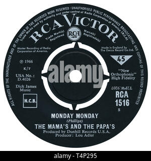 UK 45 rpm single of Monday Monday by The Mamas And The Papas on the RCA Victor label from 1966. Written by John Phillips and produced by Lou Adler. - Stock Photo