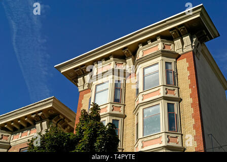 The historic Dan Francisco style Manhattan apartment building on Robson Street in downtown Vancouver, BC, Canada - Stock Photo
