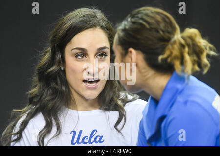 Fort Worth, Texas, USA. 18th Apr, 2019. JORDYN WIEBER talks with KATELYN OHASHI during podium training held at the Fort Worth Convention Center in Fort Worth, Texas. Credit: Amy Sanderson/ZUMA Wire/Alamy Live News - Stock Photo