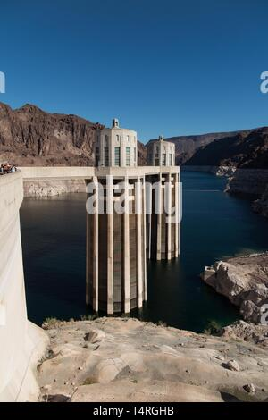Boulder City, Nevada, USA. 23rd Oct, 2015. View of the low waters of Lake Mead seen from the Hoover Dam. Years of unrelenting drought are straining a large reservoir of water between Nevada and Arizona. Lake Mead's water level has dropped by about 120 feet (37 meters) from where the water reached 15 years ago, on July 6, 2000. Lake Mead is no stranger to droughts. The man-made lake hit lower-than-average water levels in the mid-1950s and mid-1960s, and the current depletion is part of a decade-long trend. Lake Mead's current low level hasn't been recorded since the 1930s, when the lake was fi - Stock Photo
