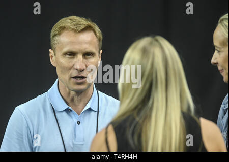 Fort Worth, Texas, USA. 18th Apr, 2019. VALERI LIUKIN talks with SAM PESCEK during podium training held at the Fort Worth Convention Center in Fort Worth, Texas. Credit: Amy Sanderson/ZUMA Wire/Alamy Live News - Stock Photo