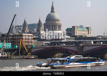 London, UK. 17th Apr, 2019. LONDON, UNITED KINGDOM - APRIL 17, 2019: A view of the National Gallery in central London. Sergei Bobylev/TASS Credit: ITAR-TASS News Agency/Alamy Live News - Stock Photo