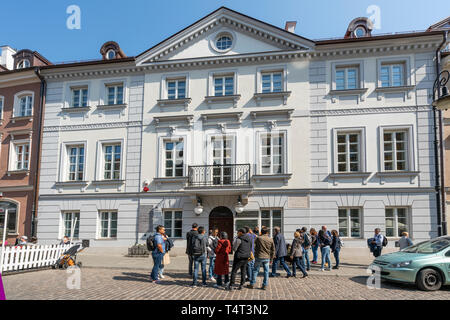 Warsaw, Poland. April, 2018.  some visitors queuing in front of the Maria Skłodowska-Curie Museum - Stock Photo