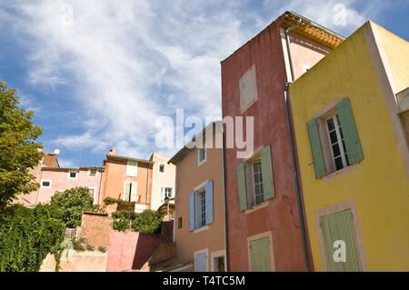 Houses in the village of Roussillon, Luberon, Provence, Vaucluse, France, Europe - Stock Photo