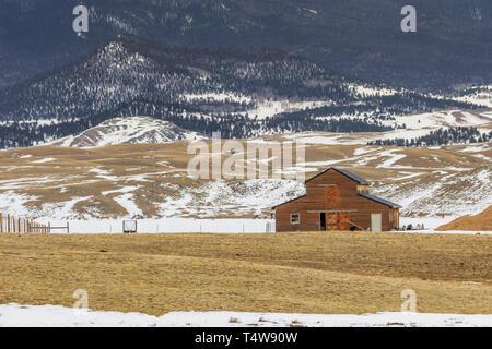 Barn on Colorado's high plains ear 11 mile reservoir - Stock Photo