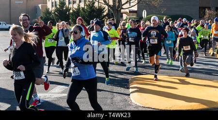 West Islip, NY, USA - 24 November 2017: The middle of the pack of a group of runners racing a local turkey trot on Thanksgiving weekend. - Stock Photo