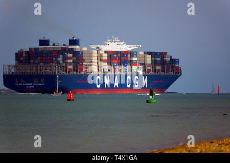 large,import,services,shipping,agent,port,harbour,master,launch,escort,pilot,Container,Ship,Southampton,Terminal,The Solent,China,Europe,import,trade, - Stock Photo