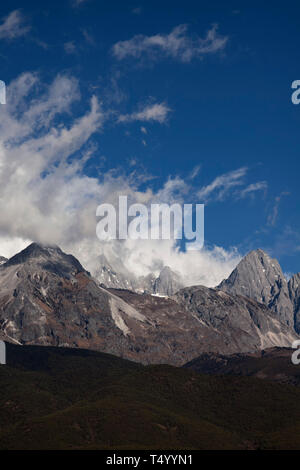 Yulong Xueshan, Jade Dragon Snow Mountains is a mountain range near Lijiang in the northwest of Yunnan Province in the People's Republic of China - Stock Photo