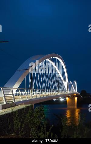 Die Beatus-Rhenanus-Brücke bzw. Trambrücke Kehl ist eine Brücke für Straßenbahnen, Fußgänger und Radfahrer, die zwischen Kehl und Straßburg den Rhein  - Stock Photo