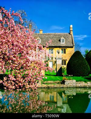 GB - GLOUCESTERSHIRE: Cottage in the Cotswold village of Willersey  (Picture taken from public road) - Stock Photo