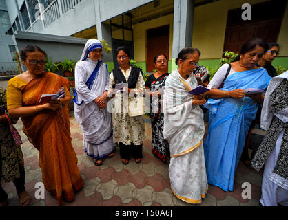 Kolkata, India. 19th Apr, 2019. Nuns from Missionaries of Charity, the global order of nuns founded by Mother Teresa seen taking part in the religious procession during Good Friday at Kolkata . Credit: SOPA Images Limited/Alamy Live News - Stock Photo