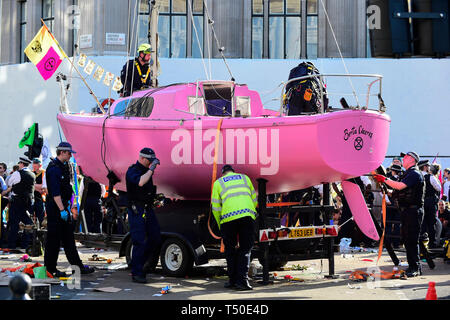 London, UK.  18 April 2019.  Police officers prepare to remove the pink boat at Oxford Circus during 'London: International Rebellion', on day five of a protest organised by Extinction Rebellion.  Protesters are demanding that governments take action against climate change.  Police have issued a section 14 order requiring protesters to convene at Marble Arch only so that the protest can continue.   Credit: Stephen Chung / Alamy Live News - Stock Photo