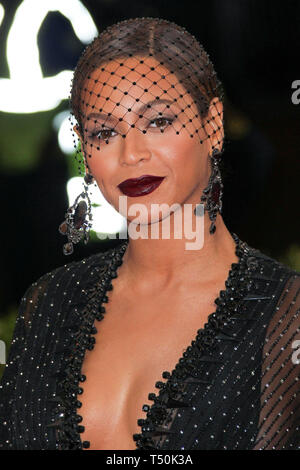 (FILE) 20th Apr 2019. Beyonce's Netflix deal reportedly worth $60 Million. Photo taken: MANHATTAN, NEW YORK CITY, NY, USA - MAY 05: Singer Beyonce wearing a Givenchy dress, shoes, and headpiece with Lorraine Schwartz jewelry arrives at the 'Charles James: Beyond Fashion' Costume Institute Gala held at the Metropolitan Museum of Art on May 5, 2014 in Manhattan, New York City, New York, United States. (Photo by Xavier Collin/Image Press Agency) Credit: Image Press Agency/Alamy Live News - Stock Photo