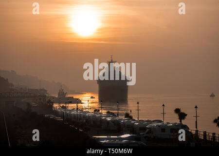 Cobh, Cork, Ireland. 20th April, 2019. Cruise liner Saga Sapphire arrives in Cobh, Co. Cork just after sunrise for a short visit to the coastal town. Credit: David Creedon/Alamy Live News - Stock Photo