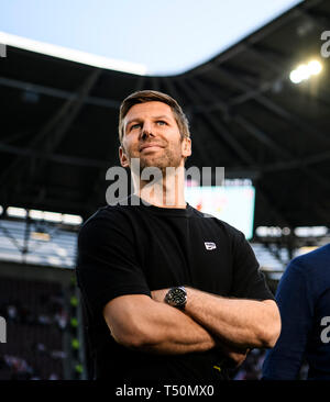 Augsburg, Germany. 20th Apr, 2019Augsburg, Germ, any, 20th April, 2019. Sport Board Thomas Hitzlsperger (VfB Stuttgart). GES/Soccer/1st Bundesliga: FC Augsburg - VFB Stuttgart, 20.04.2019 - Football/Soccer 1st Division: FC Augsburg vs VFB Stuttgart, Augsburg, Apr 20, 2019 - DFL regulations prohibit any use of photographs as image sequences and/or quasi-video.   usage worldwide Credit: dpa picture alliance/Alamy Live News Credit: dpa picture alliance/Alamy Live News - Stock Photo