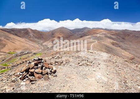 The way to the Pico De La Zarza, the highest mountain in Fuerteventura. - Stock Photo