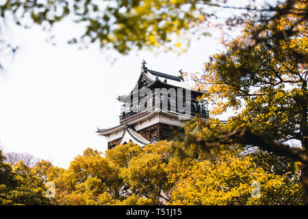 Hiroshima Castle covered in cherry blossoms and flowers Stock Photo