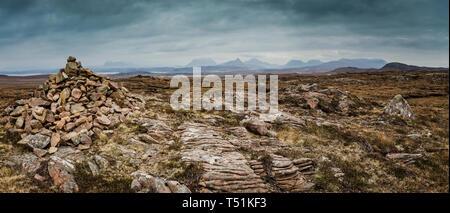 Stone cairn, Brae of Achnahaird, west coast of Scotland. - Stock Photo