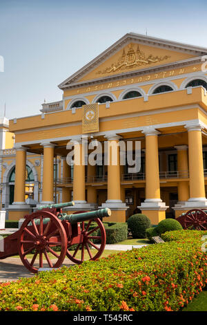 Thailand, Bangkok, Thanon Sam Chai, Ancient Artillery Museum, field guns on display in grounds - Stock Photo