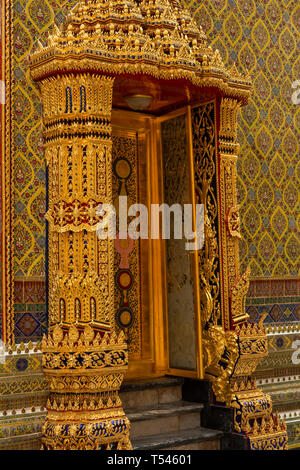 Thailand, Bangkok, Thanon Fuang Nakhon, Wat Ratchabophit Sathitmahasimaram, ornately decorated doorway in central courtyard - Stock Photo