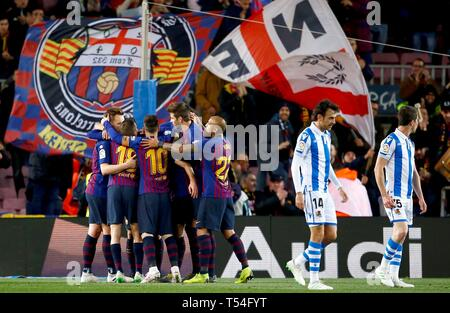 Barcelona, Spain. 20th Apr, 2019. FC Barcelona's players (L) celebrate the 1-0 during the Spanish LaLiga match between FC Barcelona and Real Sociedad at Camp Nou stadium in Barcelona, Catalonia, Spain, 20 April 2019. EFE/ Enric Fontcuberta Credit: EFE News Agency/Alamy Live News - Stock Photo