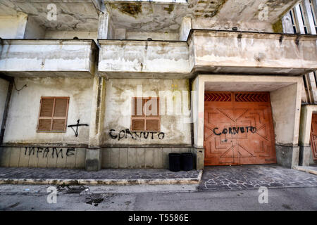 Death threats outside of the house of former member of camorra and now justice collaborator - written says: infamous. Casal di Principe, Caserta - Stock Photo
