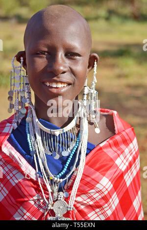 Masai girl in natural reserve of Masai Mara. The Masai are a Nilotic ethnic group inhabiting southern Kenya and northern Tanzania. © Antonio Ciufo - Stock Photo