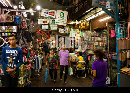 Thailand, Bangkok, Chinatown, Yaowarat, Sampeng Lane market, Soi Wanit 1, shoppers in walking street - Stock Photo