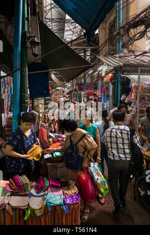 Thailand, Bangkok, Chinatown, Yaowarat, Sampeng Lane market, Soi Wanit 1, female shoppers in bag shop - Stock Photo
