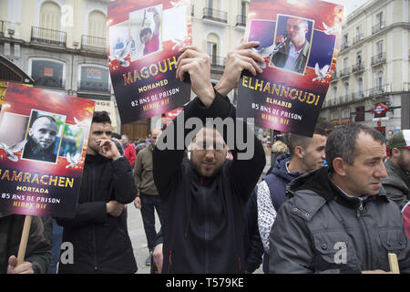 Madrid, Spain. 21st Apr, 2019. Demonstrator seen joining his hands with placards during the march.The riffian marched through the streets of the diaspora of Madrid to demand the release of political prisoners from the Hirak Rif in Morocco, the end of militarization, marginalization and the economic blockade of the Rif. Credit: Lito Lizana/SOPA Images/ZUMA Wire/Alamy Live News - Stock Photo