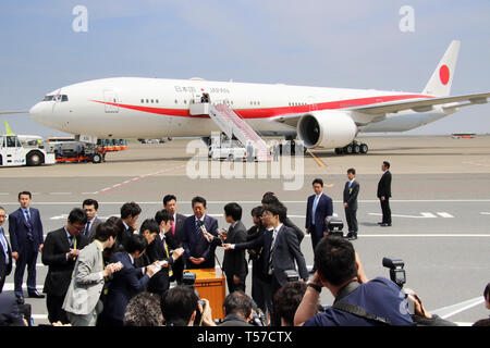 Tokyo, Japan. 22nd Apr, 2019. Japanese Prime Minister Shinzo Abe speaks to reporters before he leaves the Tokyo International Airport to Paris with the new government plane Boeing 777 for a eight-day visit to European and North American countries on Monday, April 22, 2019. Abe will travel France, Italy, Belgium, Slovakia, Canada and United States. Credit: Yoshio Tsunoda/AFLO/Alamy Live News - Stock Photo