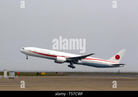 Tokyo, Japan. 22nd Apr, 2019. Japan's new government plane Boeing 777 carrying Prime Minister Shinzo Abe and his wife Akie leaves the Tokyo International Airport to Paris for a eight-day visit to European and North American countries on Monday, April 22, 2019. Abe will travel France, Italy, Belgium, Slovakia, Canada and United States. Credit: Yoshio Tsunoda/AFLO/Alamy Live News - Stock Photo