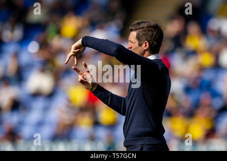 Shrewsbury, UK. 22nd Apr, 2019. Sam Ricketts Manager of Shrewsbury Town giving instructions during the Sky Bet League 1 match between Shrewsbury Town and Oxford United at Greenhous Meadow, Shrewsbury. (Credit: Alan Hayward | MI News) Editorial use only, license required for commercial use. No use in betting, games or a single club/league/player publications. Photograph may only be used for newspaper and/or magazine editorial purposes. Credit: MI News & Sport /Alamy Live News - Stock Photo