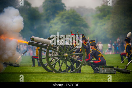 London, UK. 22nd April, 2019. The King's Troop Royal Horse Artillery fire a 41 Gun Royal Salute in Hyde Park for Her Majesty The Queen's 93rd birthday from six First World War 13 pounder Field Guns. Although HM The Queen's 93rd birthday falls on Easter Sunday, 21st April, in keeping with tradition where Gun Salutes are never fired on a Sunday, the Birthday Salute is performed Easter Monday. Credit: Malcolm Park/Alamy Live News. - Stock Photo