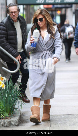 New York, USA. 22nd Apr, 2019. NEW YORK, NY - April.22: Jennifer Lopez on the set of Hustlers in New York City on April 22, 2019 Credit: RW/MediaPunch Credit: MediaPunch Inc/Alamy Live News - Stock Photo