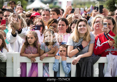 Washington, United States Of America. 22nd Apr, 2019. Crowds wait for the start of the White House Easter Egg Roll at the White House in Washington, DC on April 22, 2019. Credit: Kevin Dietsch/Pool via CNP | usage worldwide Credit: dpa/Alamy Live News - Stock Photo